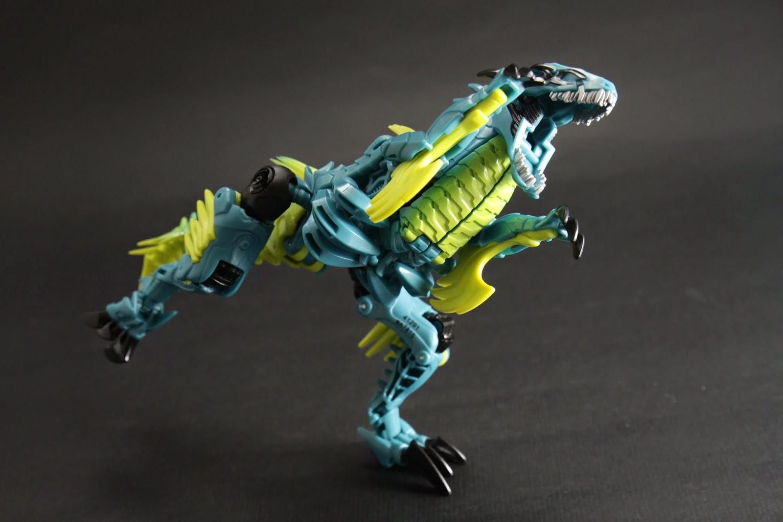 恐龍型態的可動性大概這樣 手指有肩膀能動