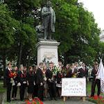 Az iskola névadója, Tompa Mihály szobránál