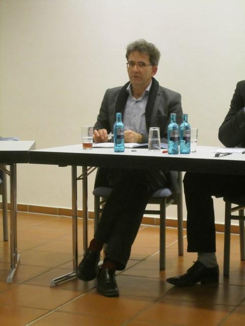"""Podiumsdiskussion """"Gerechter Krieg"""" WiSe 2011/2012"""