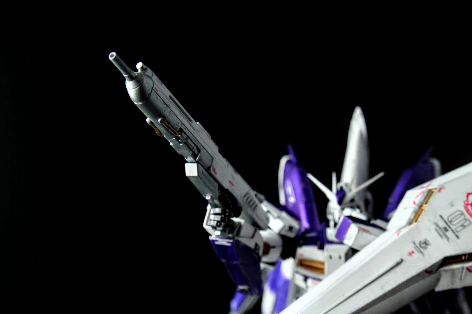 槍的造型很像注射筒,這造型跟07年版差不多,不過組合方式跟零件完全不同