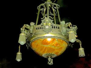 Антикварная люстра из бронзы. 19-й век. 85/100 см. 4500 евро.