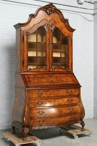 Антикварный кабинет в стиле Чиппен дейл. 19-й век.