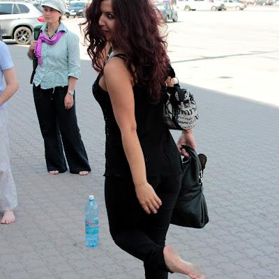 """Оксана: """"На мои пятках - серый налет! А это и плевки растертые, и сажа... Да и черт с ним!"""""""