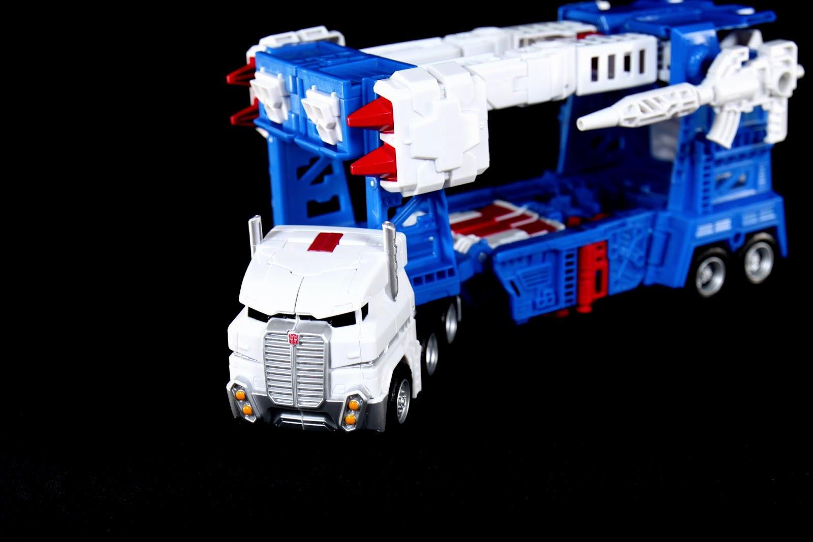 為了變形導致卡車後半輪子感覺有點擠