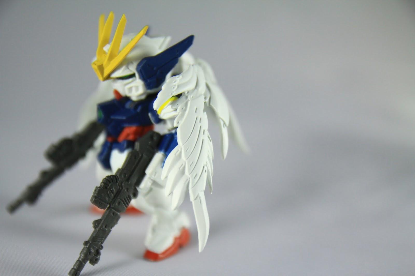 本機的最大特徵 - 多功能型雞翅! 不但身兼推進器 也可以當成突入大氣層的防護層 更厲害的是 主要武器雙管加農砲竟然也是放在翅膀裡! 但是翅膀在飛行的時候會擺動耶! 硬梆梆的槍身到底是擺在翅膀的哪啊? 超謎的~