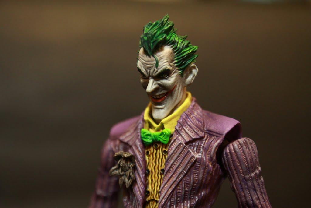 很完整的呈現原作小丑的陰險感 塗裝也沒有溢色問題 是說都這個價位了再溢色也太沒品管就是