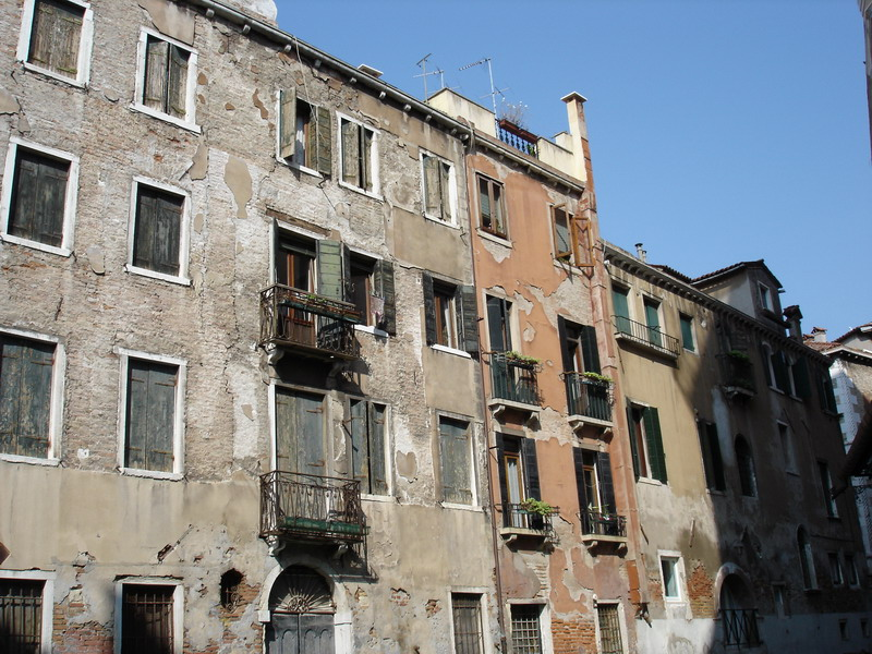 Most of the houses I saw on the Venice islands were in a similar state