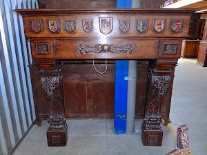 Антикварный портал для камина. ок.1850 г. 167/70/164 см. 3500 евро.