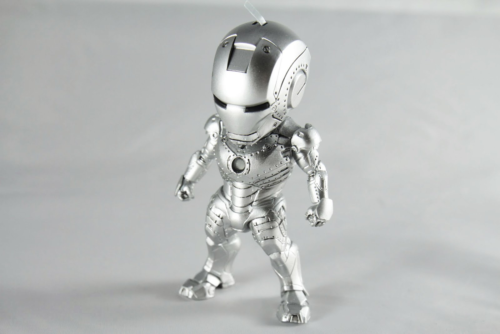 試作裝甲所以有些像是螺絲孔的樣子真是不錯 雖然不像是電影中是亮面銀