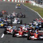 Race starts with all cars close