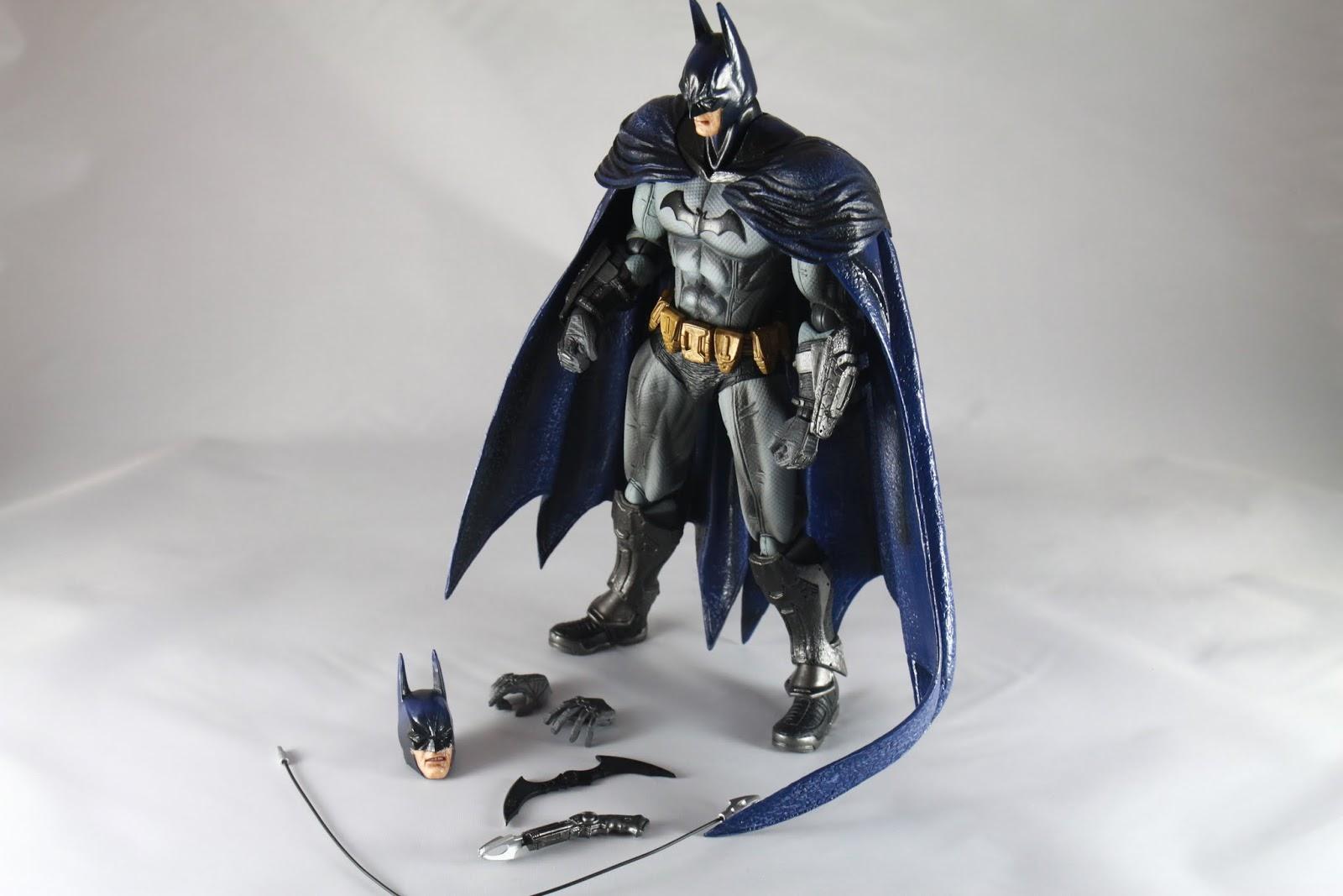 內容物 B哥一尊 咬牙切齒B哥頭一顆 替換用手首一對 蝙蝠標一個 拋繩槍一把 拋繩槍射出零件一個(條) 果然傳承這系列的傳統~非常少的配件