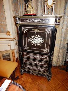 Итальянский секретер XIX век. откидная крышка, встроенный интерьер, 4 выдвижных ящика. 6300 евро.