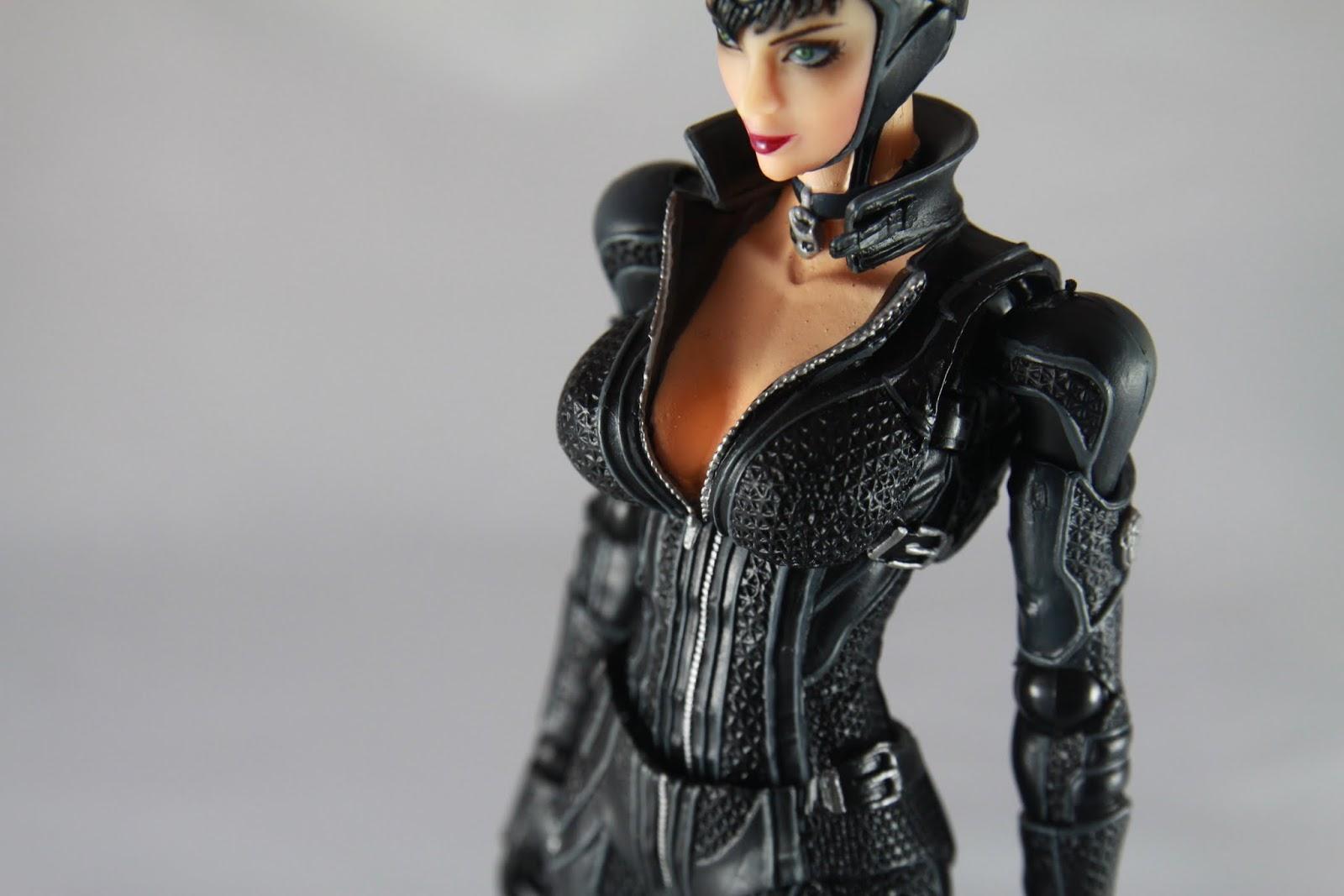這溝真是不錯 比起Harley Quinn有過之無不及 呃其實我這張是要說衣服的質感做的很細緻拉 真的