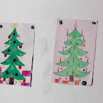 Kérj, és megadatik - az ovisok éppen a csomagokat festették a karácsonyfa alá