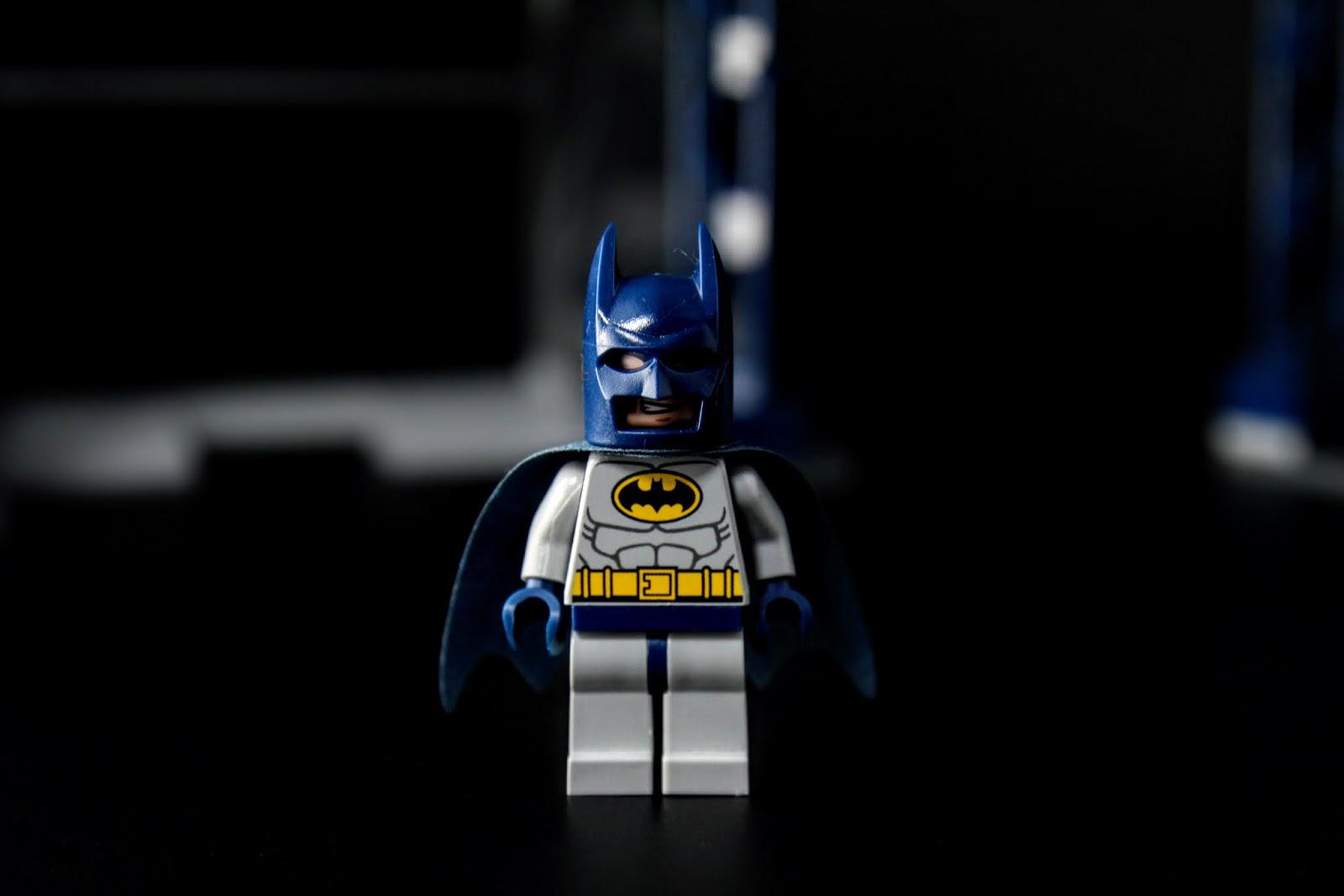 另一個表情是很機車的笑容,反正蝙蝠俠本來就是一個裱仔子