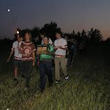 Slavnostní přenášění truhly do tábora, kde byla na 24 hodin zakopána