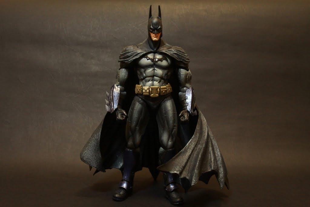 刻畫非常仔細 服裝的細節以及披風的皺摺的很到位 標準美式英雄風格的體型!