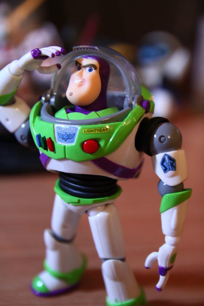 你好 我是巴斯光年! 宇宙警備隊的優秀警官!