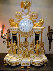 Большие антикварные каминные часы. 19-й век.