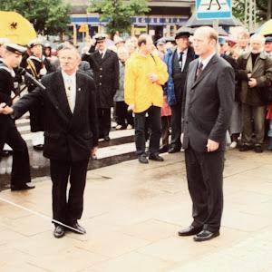 2001 rok - Budowa i odsłonięcie pomnika Antoniego Abrahama