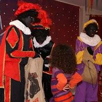 Sinter Klaas in de speeltuin 28-11-2009 - PICT6776