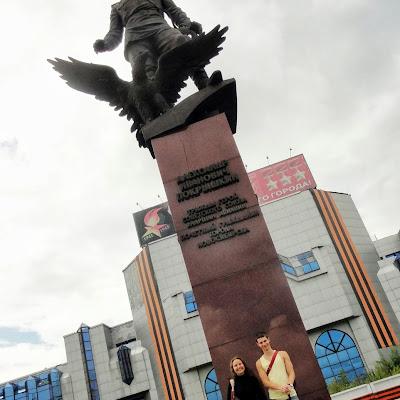 На памятнике А. С. Покрышкину, герою-летчику.