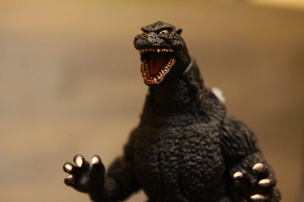 哥吉拉的牙齒是雙排, 舌頭的造型跟塗裝也沒有偷懶整個很好