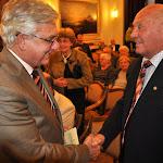 Duray Miklósnak gratulál Buzánszky Jenő is