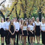 A Czuczor Gergely Bencés Gimnázium és Kollégium kórusa a Himnuszt énekelte