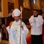 Kivonulás: a püspök atya áldást oszt