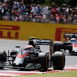 Jenson Button leads Fernando Alonso, McLaren MP4-30 Honda