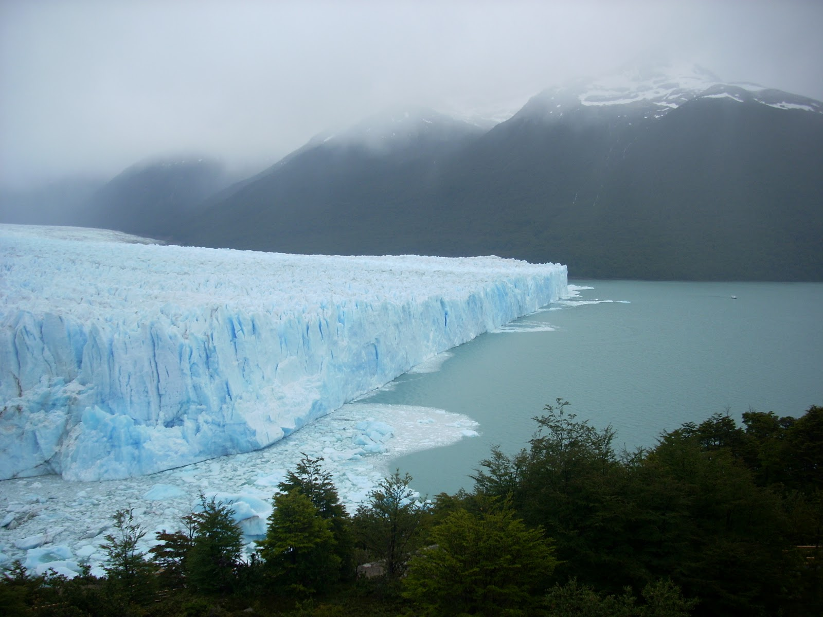 Perito Moreno - note boat in far right