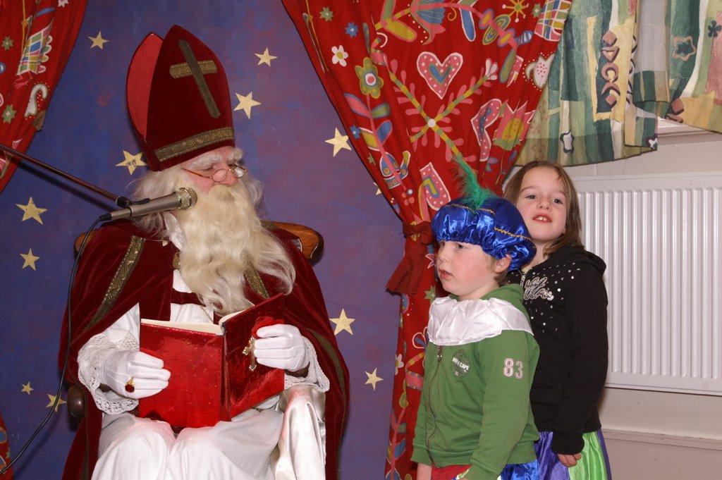 Sinter Klaas in de speeltuin 28-11-2009 - PICT6796
