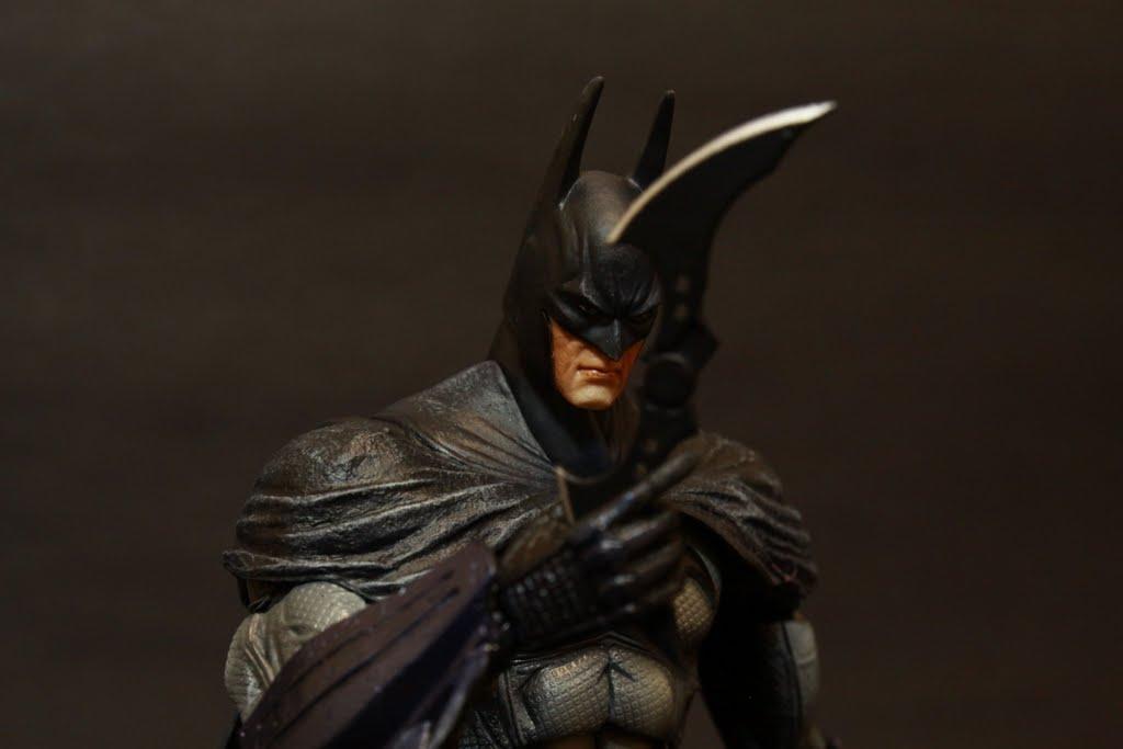 自從TDK電影之後 蝙蝠俠系列的人偶都要來這麼一個動作!