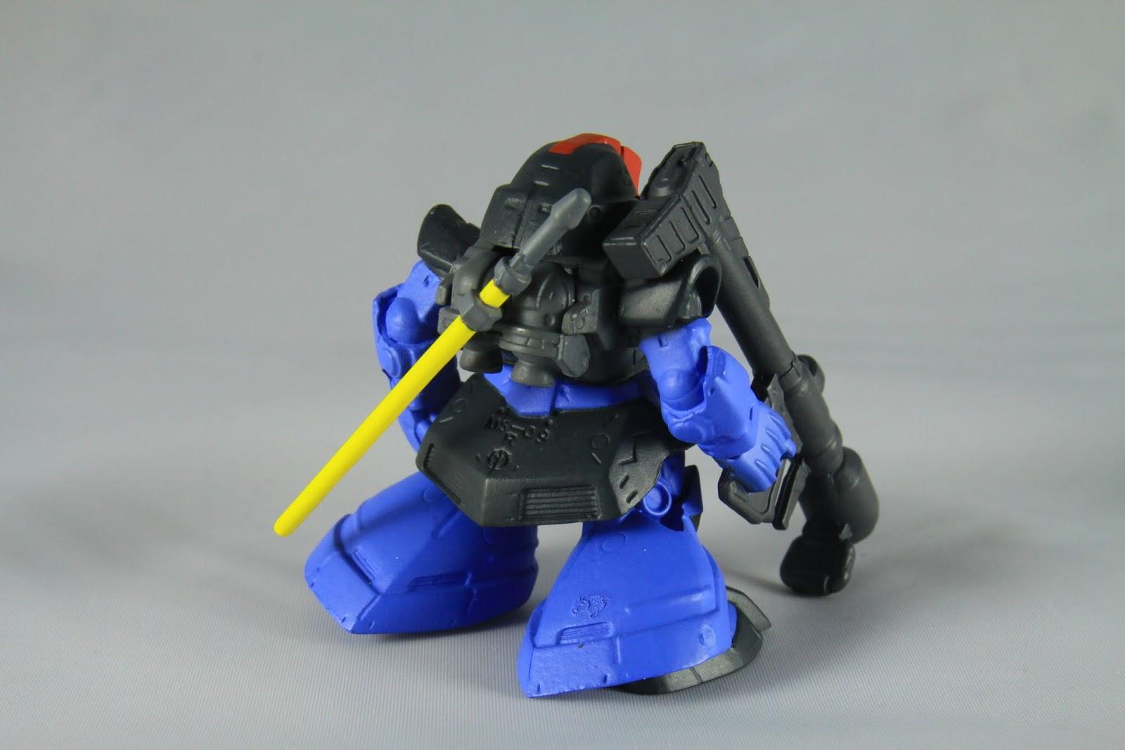 背部因為因應宇宙空間多了許多抑制噴嘴 武器則是一樣電熱棒跟火箭炮