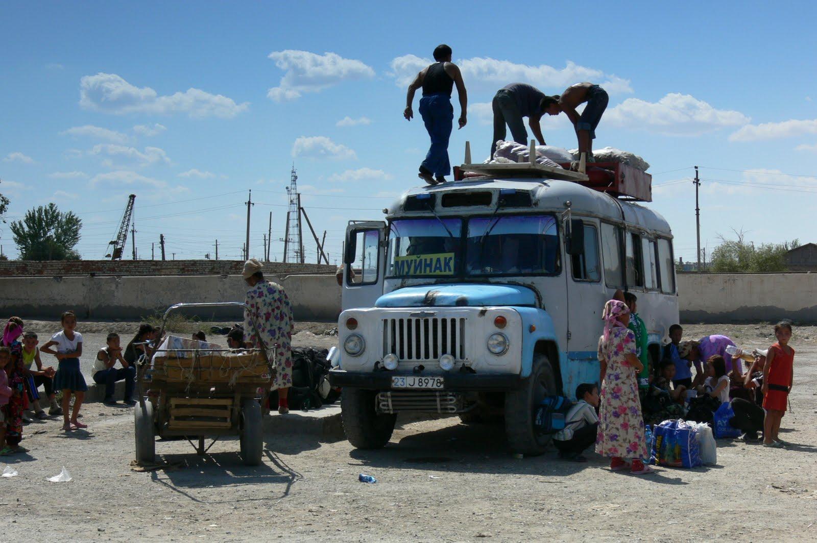 Autobus nad wymarłe Morze Aralskie, Uzbekistan