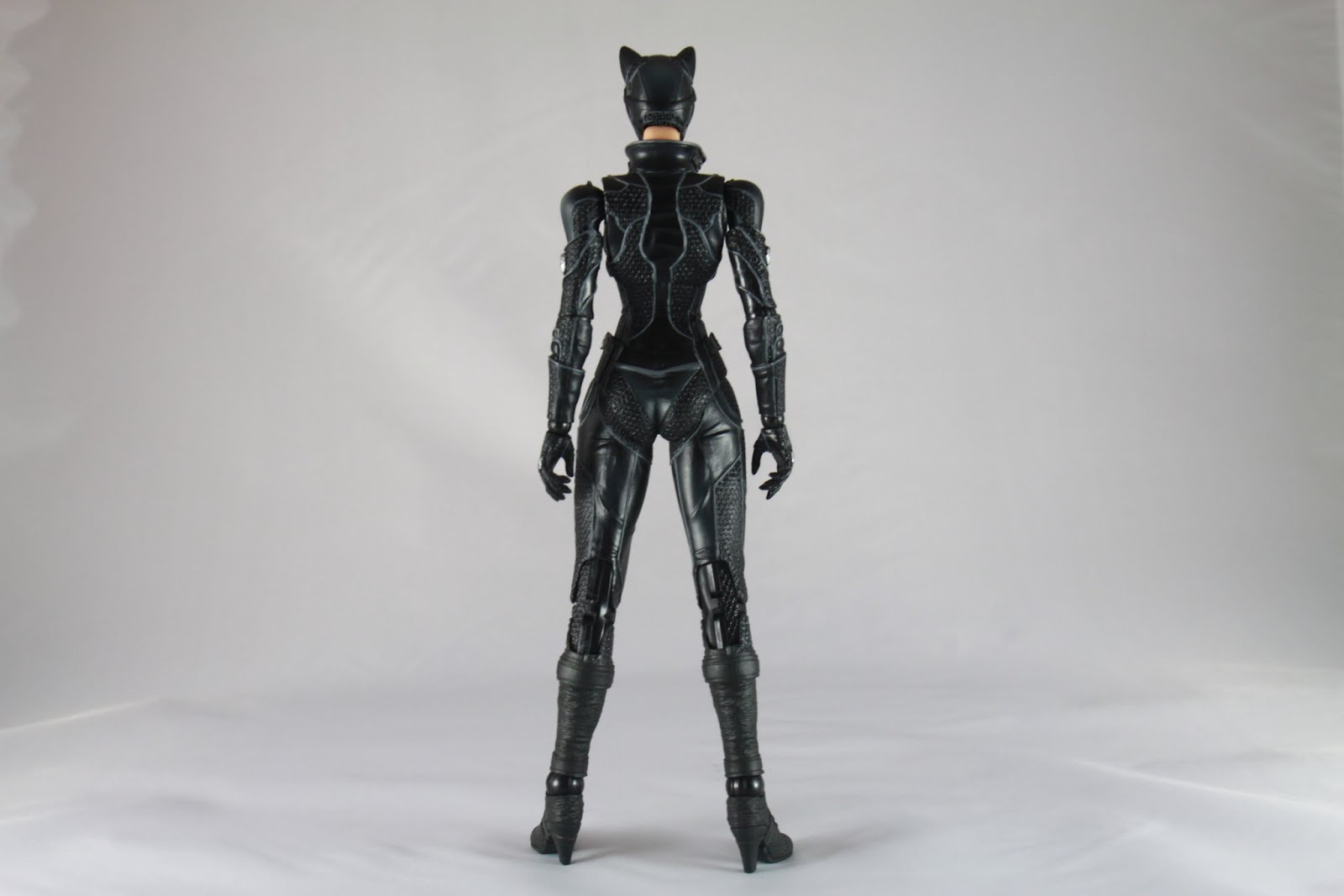 背部身形 其實比較起來比之前的Harley Quinn來的漂亮 Harley Quinn因為肩膀衣服的樣式導致感覺很大隻