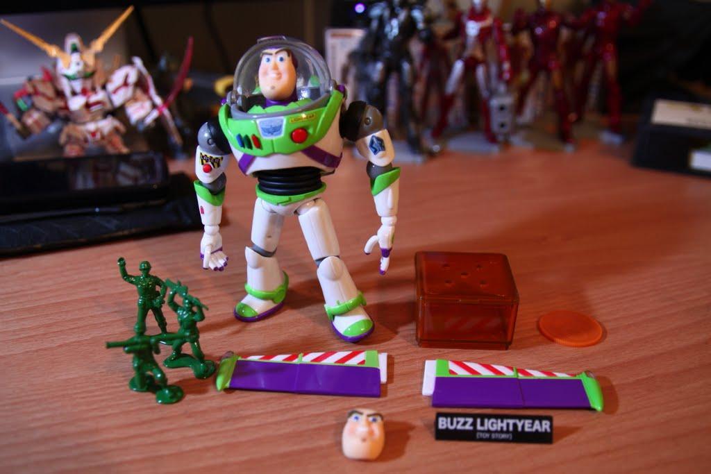 內容物一覽。 另外不知道附的意義在哪的三個綠色小兵~ 輸胡迪輸很大的另一個表情