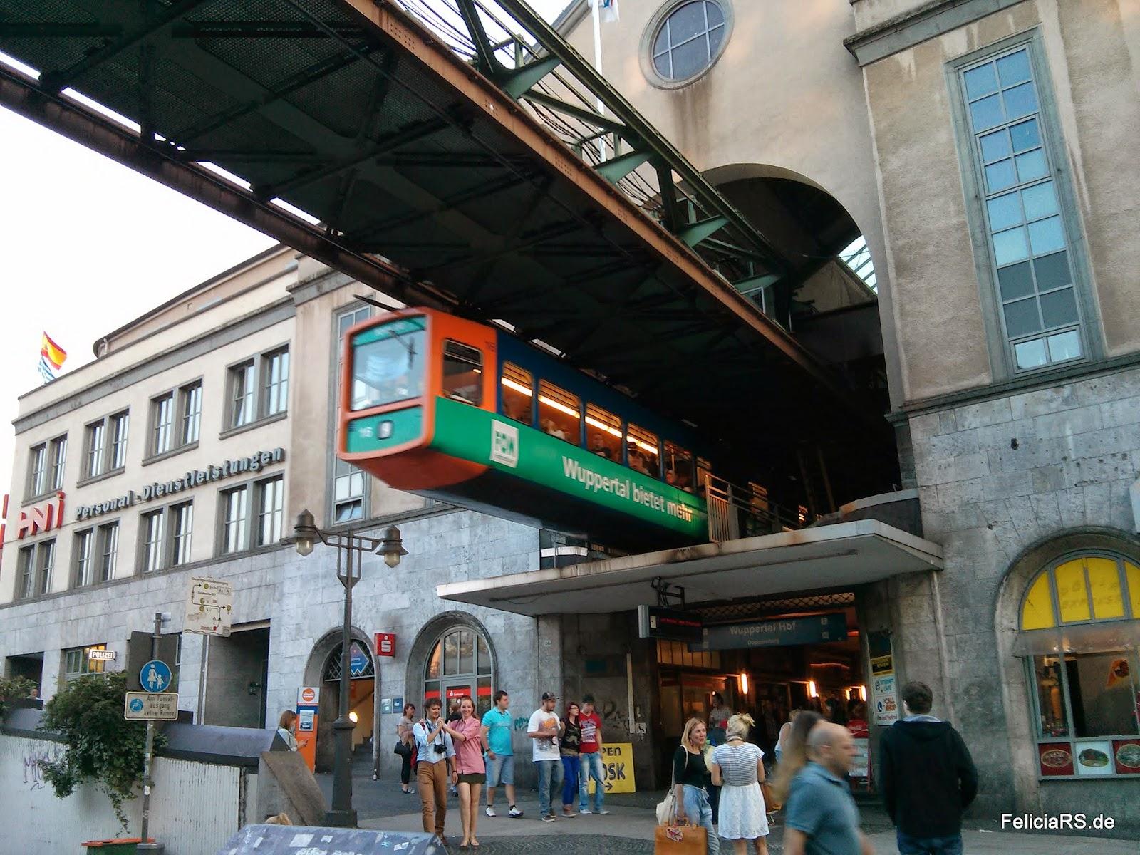 In Wuppertal darf ein Bild der Schwebebahn nicht fehlen ;-)