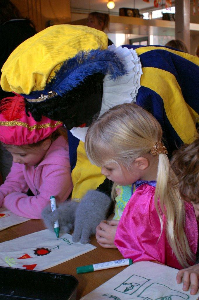 Sinter Klaas in de speeltuin 28-11-2009 - PICT6764