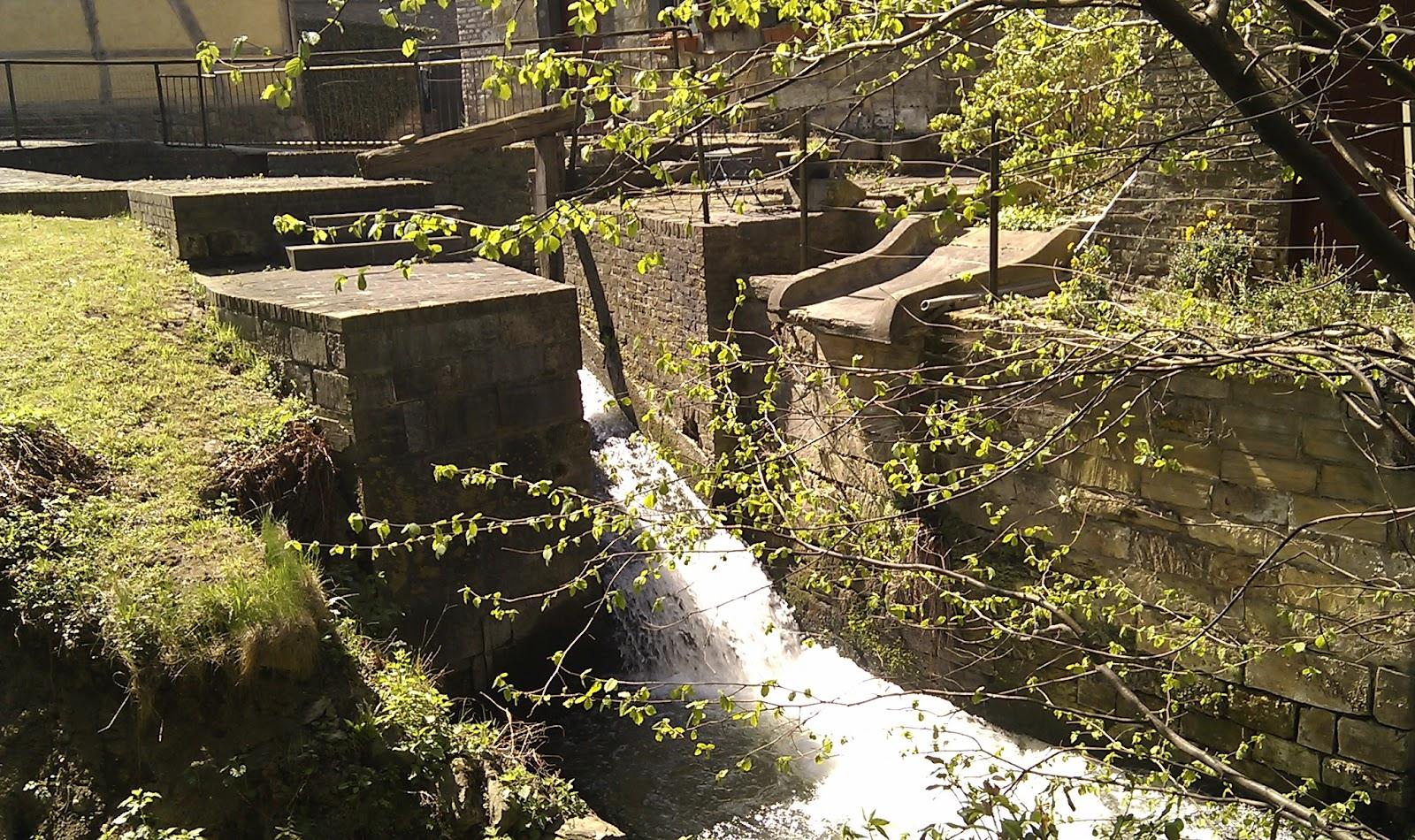 Zicht op rivier de Voer nabij kasteel Eijsden