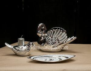 Метални аксесоари за дома, подходящи и за подар като лебедък за жена. Елегантен свещник, фруктиера и ваза като лебед.