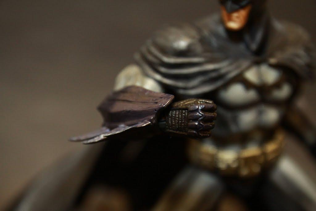 材質依然是軟膠 但塗裝是金屬感
