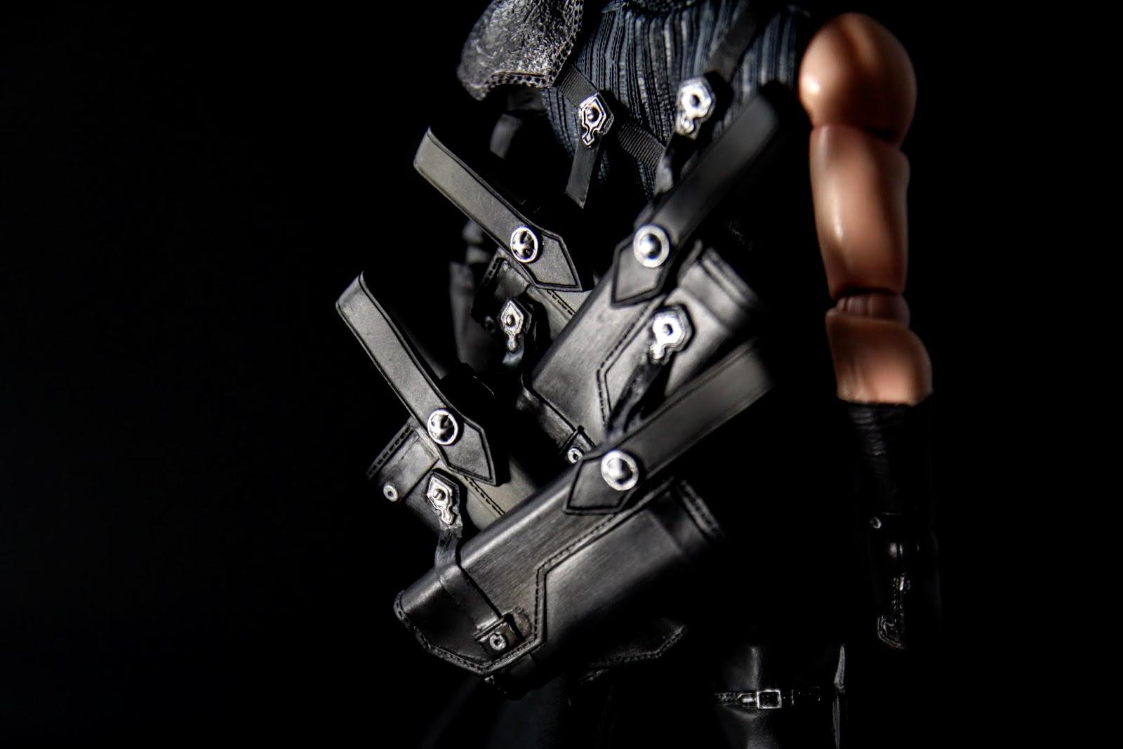 劍袋非常細緻,但是連接點只有背上的兩條細帶,要是哪天龜裂就~~~