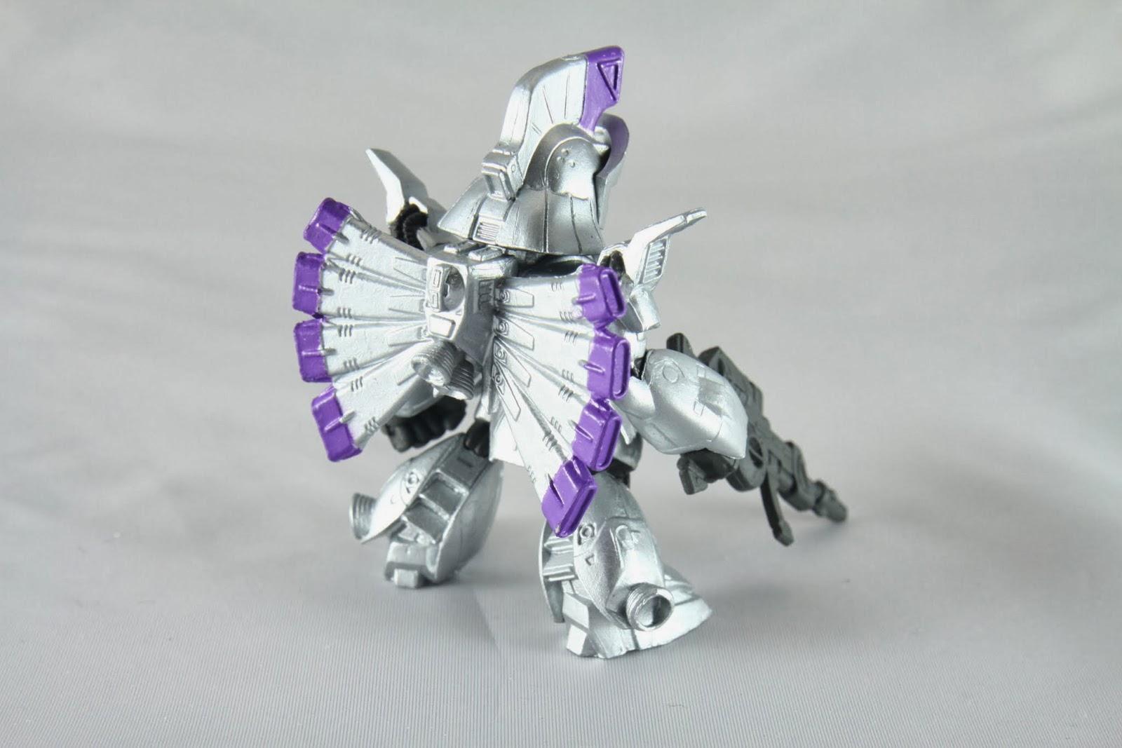 特徵是背部的八項扇形抑制噴嘴 機體本身定位是射擊機