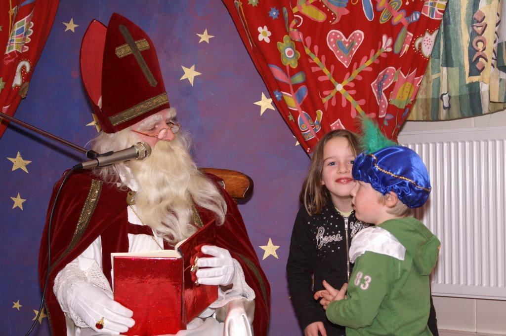 Sinter Klaas in de speeltuin 28-11-2009 - PICT6797