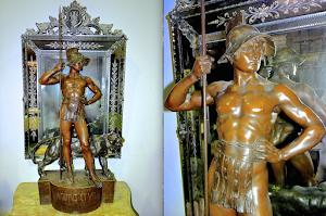 Большая антикварная подписная скульптура из керамики. 19-й век. 55/27/121 см. 2500 евро.