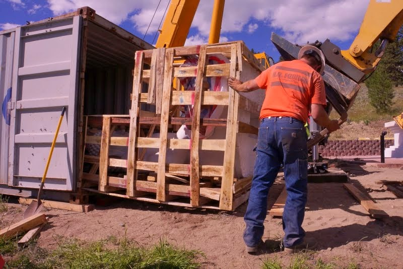 The Amitabha Buddha statue being carefully removed from its shipping container, Buddha Amitabha Pure Land, Washington, US, July 1, 2014. Photo by Merry Colony.