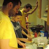 Zatímco probíhal program, v kuchyni sehraná manufaktura vyráběla řízky na večer.
