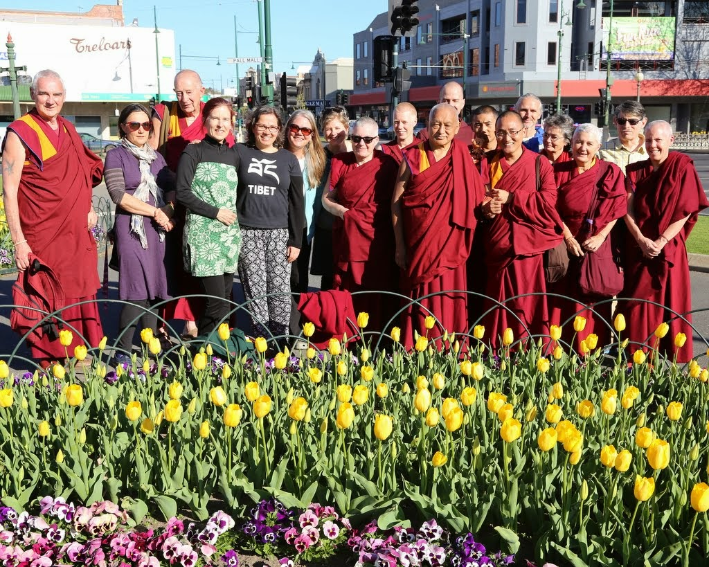 Lama Zopa Rinpoche with members of FPMT International Office staff, regional and national coordinators, and other friends, Bendigo, Australia, September 2014. Photo by Ven. Thubten Kunsang.
